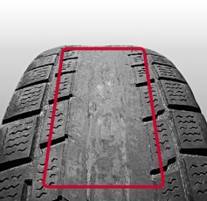 中央摩耗のタイヤ写真